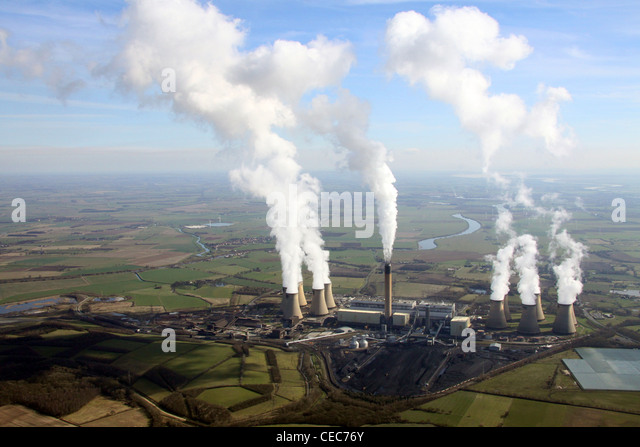 Aerial image of Drax Power Station near Selby, North Yorkshire. Steam emissions pollution. - Stock Image