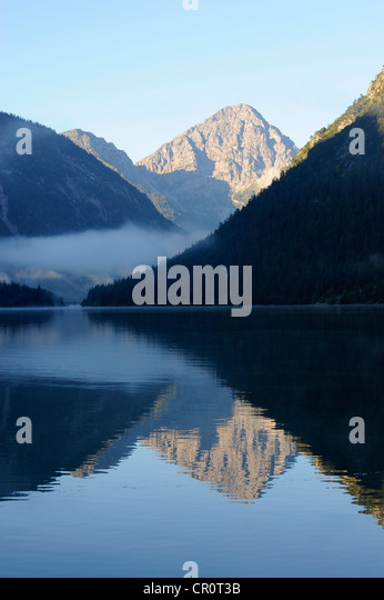 Plansee Lake, Ammergau Alps, Ammergebirge Mountains, looking towards Thaneller Mountain in the Lechtal Alps, Tyrol, - Stock-Bilder