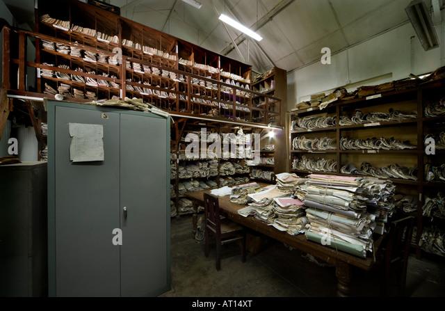 Document storage in a court archive in Sri Lanka - Stock-Bilder