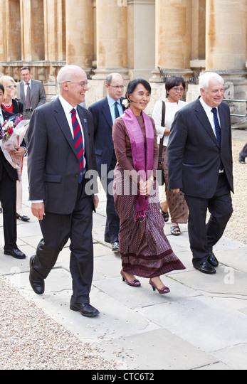 Burmese democracy leader Aung San Suu Kyi visits Oxford University as part of her UK tour. - Stock-Bilder