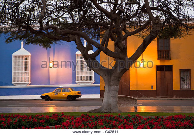 Peru, Trujillo, Plaza de Armas, dawn. - Stock Image