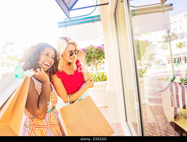 Female friends shopping - Stock Image