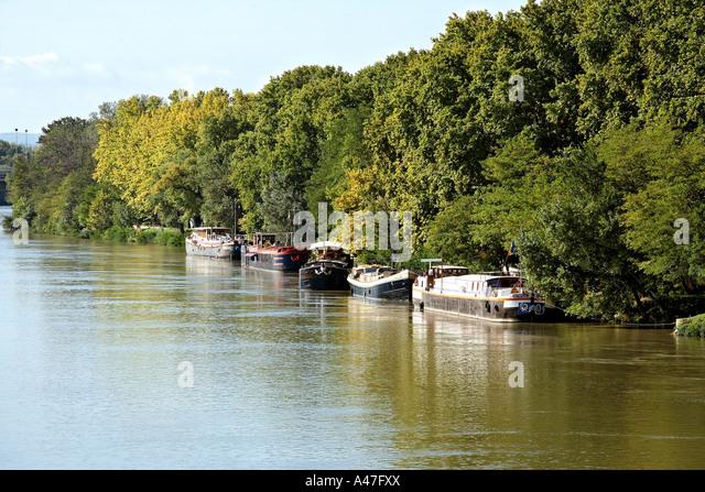 Housboats along the river Rhône, Avignon, France. - Stock Image