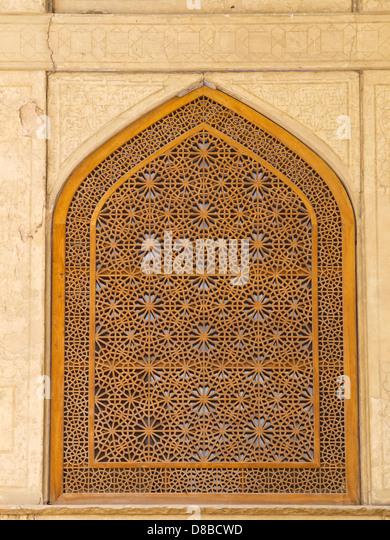 Islamic pattern woodern screen window in Chehel Sotoun (Sotoon) Palace built by Shah Abbas II, Isfahan, Iran - Stock Image