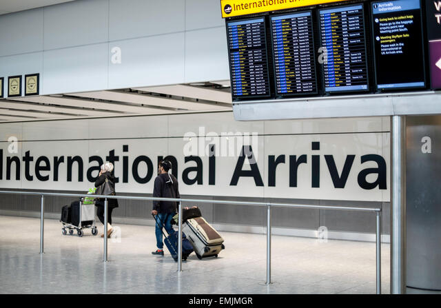 Arrivals Hall, terminal 5, Heathrow airport, London, United Kingdom - Stock-Bilder
