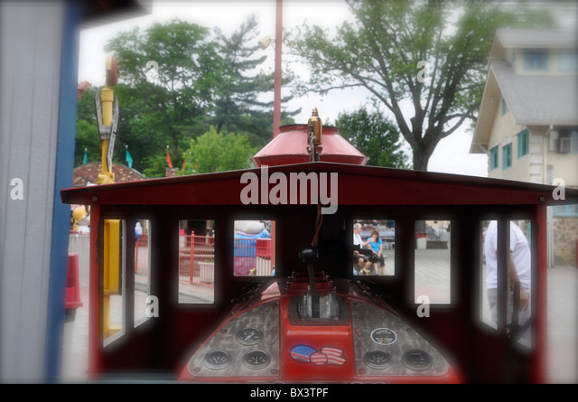 Fun park train stock photos fun park train stock images for Bois de boulogne jardin d acclimatation