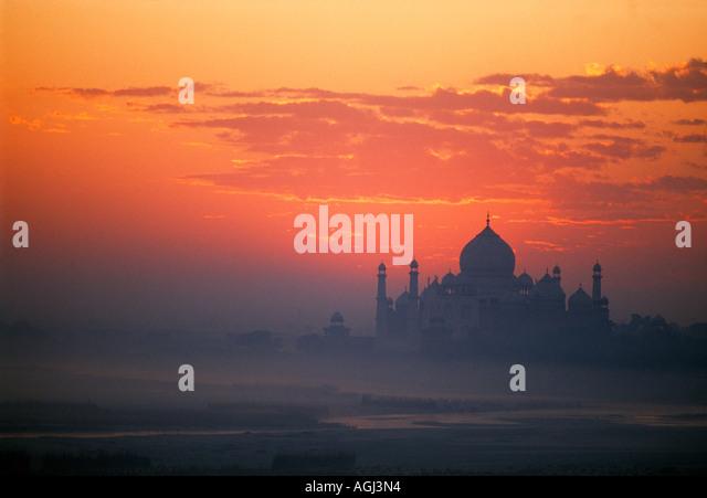 dawn breaks over the Taj Mahal Agra India - Stock-Bilder
