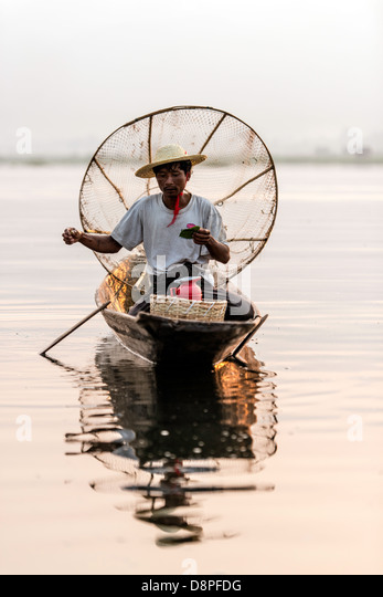 Fisherman fishing at Inle Lake Nyaungshwe Myanmar Burma - Stock-Bilder