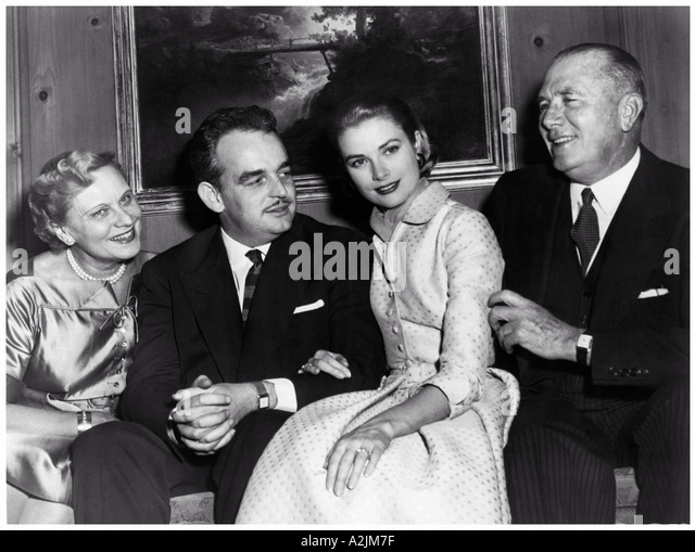 GRACE KELLY shows her enegagement ring from Prince Ranier to her parents - Stock Image