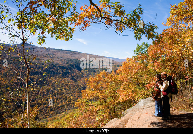 Couple hiking on the Escarpment Trail Catskill Mountains New York - Stock Image