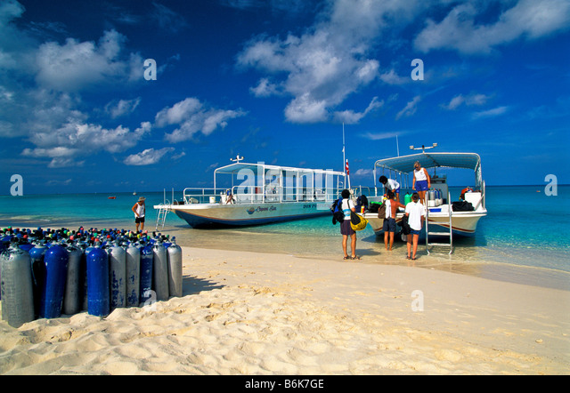 Seven Mile Beach Dive Boat loading air tanks Grand Cayman Island sport outdoor recreation - Stock Image