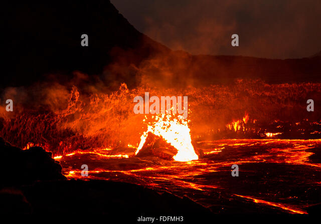 Huge bubbles break the surface of Erta Ale's lava lake - Stock Image