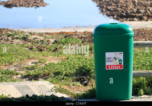 Put trash stock photos put trash stock images alamy - Rd rubbish bin ...
