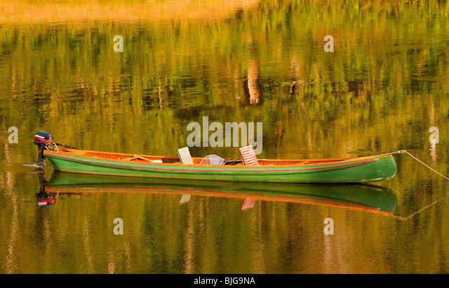 NEW BRUNSWICK, Atlantic Salmon FLY FISHING CANOE ANCHORED ON THE MIRAMICHI RIVER. - Stock Image