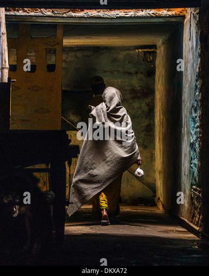 Woman in alley, Varanasi India - Stock-Bilder