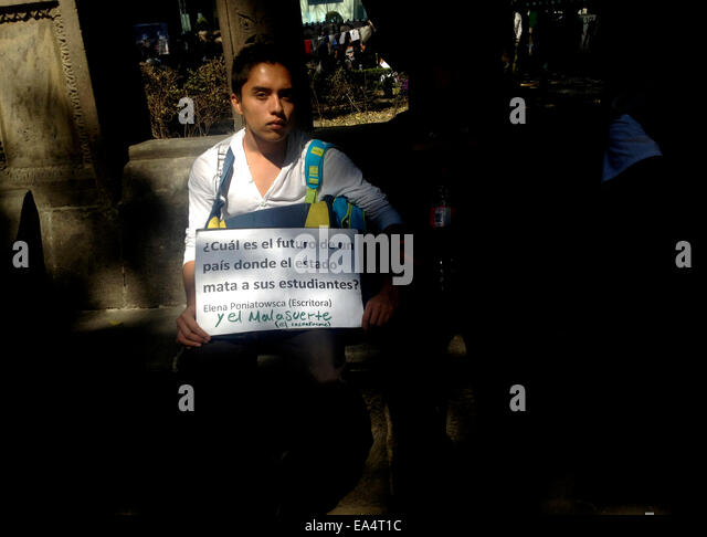 Mexico city, Mexico. 6th November, 2014. A student displays a sign with a sign with a sentence of  Mexican writer - Stock Image