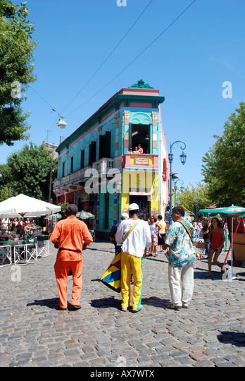 Street performers in the neighborhood of La Boca in Buenos Aires, Argentina. - Stock Image