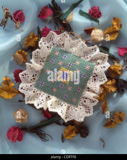 Tiny treats If you want a simple project to stitch in moments, then this pretty pot pourri sachet and scissors handy - Stock Image