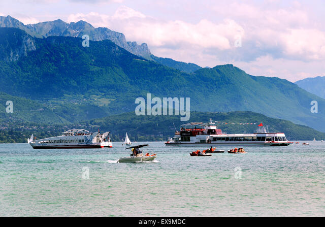 Lake Annecy boats boating busy France - Stock Image