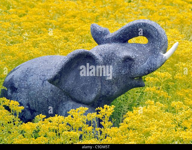 Elephant schulpture in garden. - Stock Image