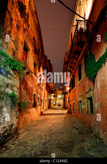 A beautiful alley in the old part of Hania town, in the neighborhood called 'Tophanas', at night. Crete, - Stock-Bilder