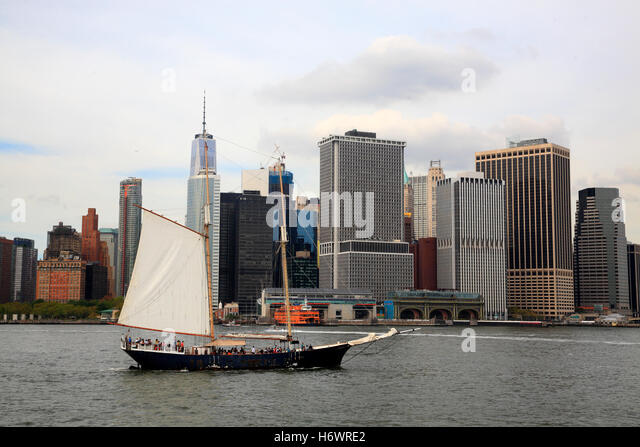Tourist Sailing Ship on East River, Manhattan, New York, USA - Stock Image