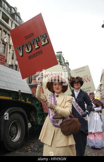 London, UK. 1st January 2017. Performers from the City of Westminster float dressed as  'Suffragette' participating - Stock Image
