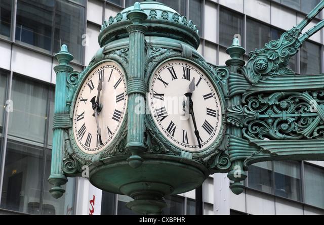MARSHALL FIELD'S CLOCK,CHICAGO,ILLINOIS,USA - Stock Image