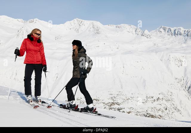 Two female skiers talking, Obergurgl, Austria - Stock Image