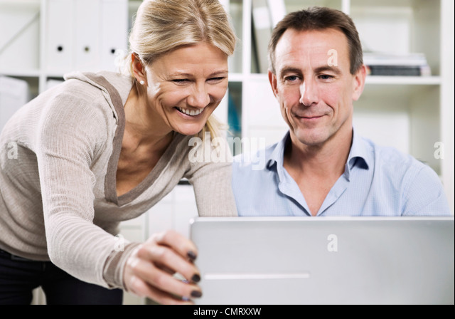 Woman and man with laptop - Stock Image