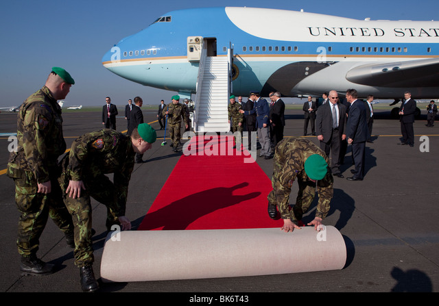 A red carpet is unrolled at the base of the stairs of Air Force One as President Barack Obama arrives in Prague - Stock Image