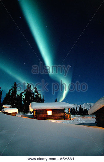 Northern Lights Over Cabins Sheep Mtn Lodge Winter AK Southcentral Snow Blue Green Scenic - Stock-Bilder