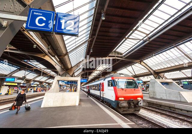 Platform 12 at Zurich main railway station (Bahnhof) - Stock Image
