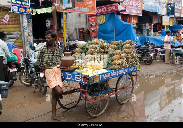 Fruit seller at Thiruvannamalai, Tamil Nadu. - Stock Image
