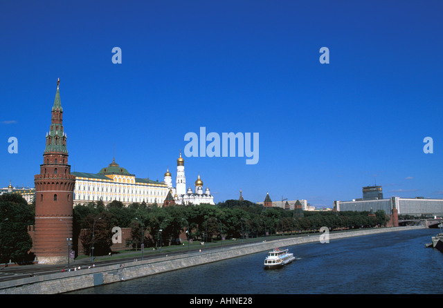 Moscow Russia Kremlin Moscow River Hotel Rossiya at far right  cityscape scenic landscape popular tourist attraction - Stock Image