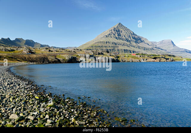 Bulandstindur Peak on Berufjordur Fjord, Route 1 (Ring Road), Iceland - Stock-Bilder