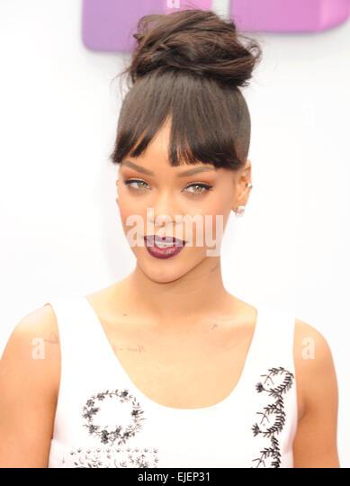 Rihanna cologne 2013 concert clip