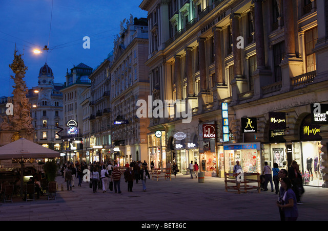 Austria, Vienna, Graben pedestrian shopping area at night - Stock Image
