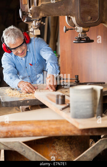 Carpentry Carpenter Woodworker Woodworking Wooden: Bandsaw Blade Cut Wood Stock Photos & Bandsaw Blade Cut