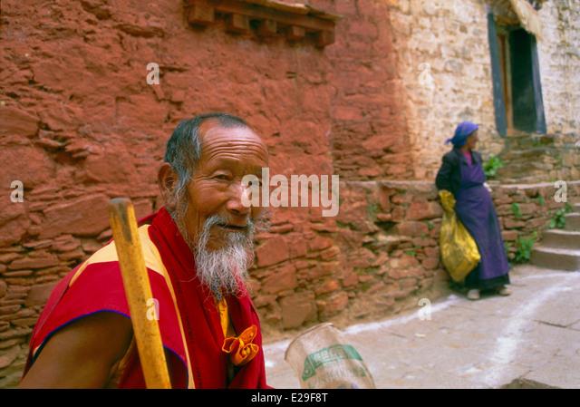 Elder monk, Ganden Monastery, Tibet. - Stock-Bilder