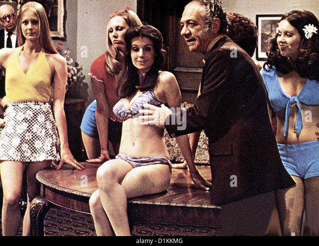 Carry On: Misswahl Auf Englisch  Carry On Girls  Sidney James Sidney Fiddler (Sidney James) sucht Girls für - Stock Image