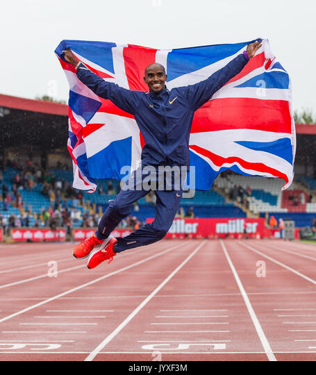 Crewe, UK. 20th Aug, 2017. Mo Farah leaps in the air after completing his 3000m race, his last track race ever in - Stock Image