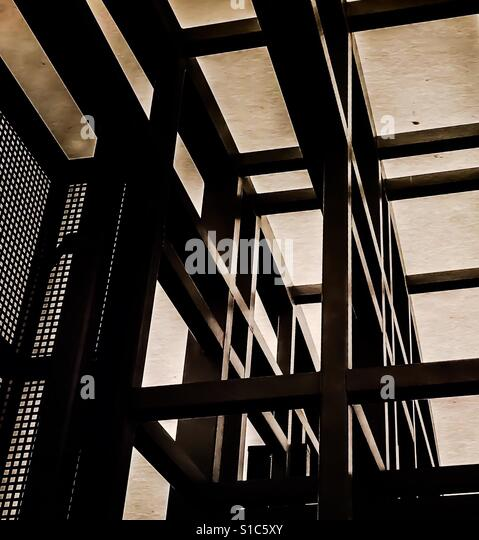 Modern grid of steel beams cast abstractly against the sky - Stock-Bilder