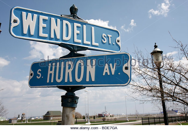 Michigan Mackinaw City Mackinac South Huron Avenue Wendell Street Great Lakes street sign lamp blue - Stock Image