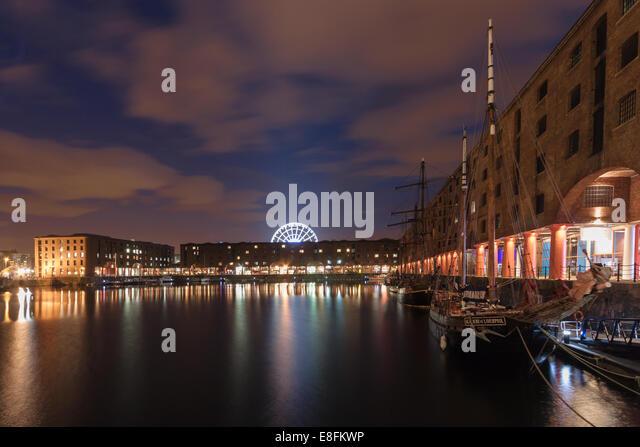 United Kingdom, Liverpool, Albert Dock at night - Stock Image