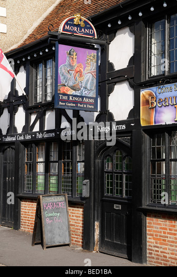 Pub, the Kings Arms a Traditional English Ale House, England, United Kingdom. - Stock Image