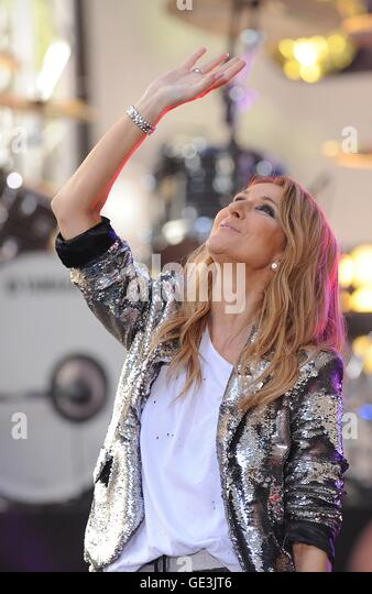 New York, NY, USA. 22nd July, 2016. Celine Dion on stage for NBC Today Show Concert with Celine Dion, Rockefeller - Stock-Bilder
