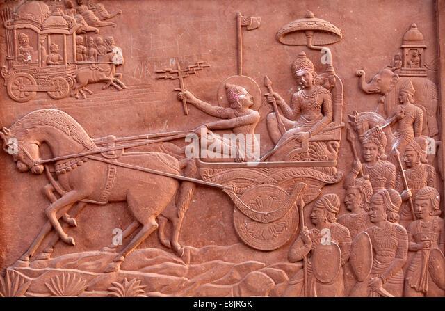 Bhagavad Gita engraved on a Hindu temple : Krishna driving Arjuna's chariot - Stock Image