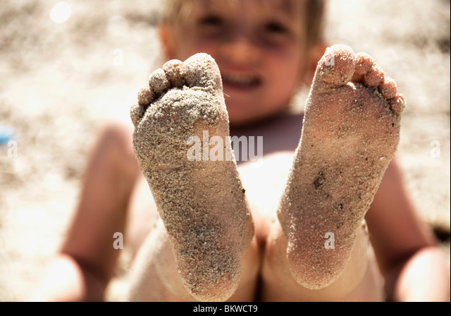 Child with sandy feets - Stock Image