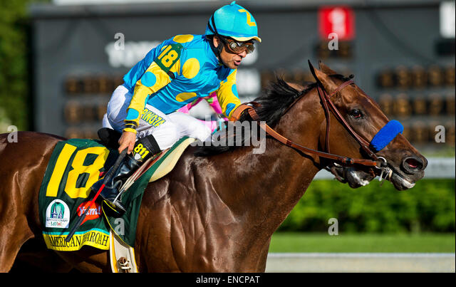 Louisville, Kentucky, USA. 2nd May, 2015. MAY 2, 2015: American Pharoah, ridden by Victor Espinoza, wins the 141st - Stock-Bilder